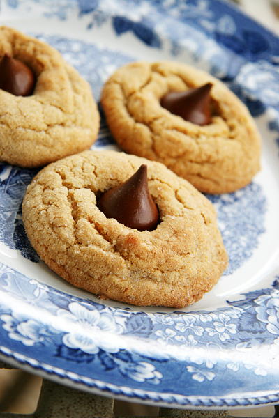 Peanut_butter_blossom_cookies