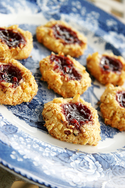 Petite_raspberry_thumbprint_cookies_1